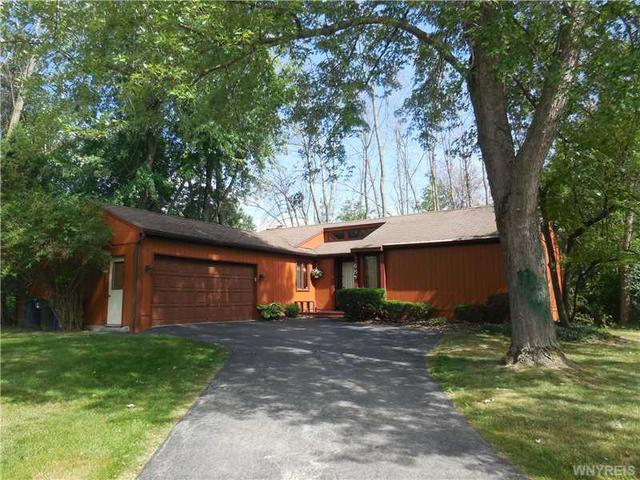68 Little Robin Rd, Buffalo, NY 14228