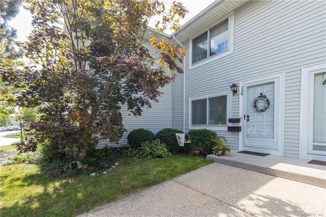 726 Eastbrooke Ln, Rochester, NY 14618