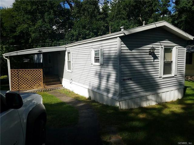 118 Hunts Park Rd, Farmington, NY 14425