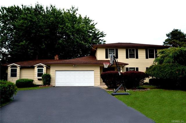 146 Sweet Acres Dr, Rochester, NY 14612