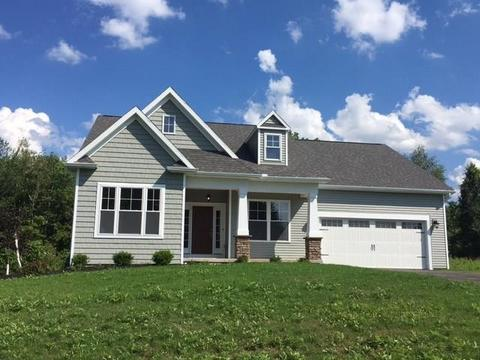 248 Woodsview Dr, Webster, NY 14580