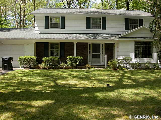 33 Pine Knoll Dr, Rochester, NY