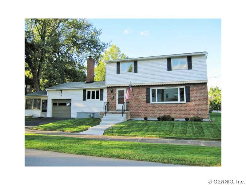 8 Fairholm Dr, Rochester, NY