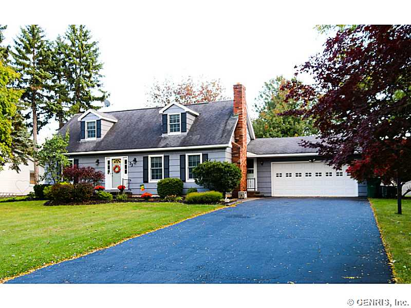 73 Pine Valley Dr, Rochester, NY