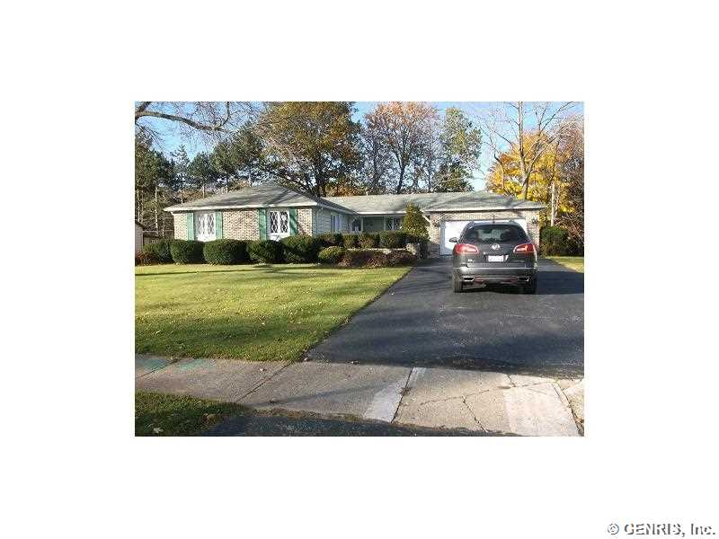 22 Old Well Rd, Rochester, NY