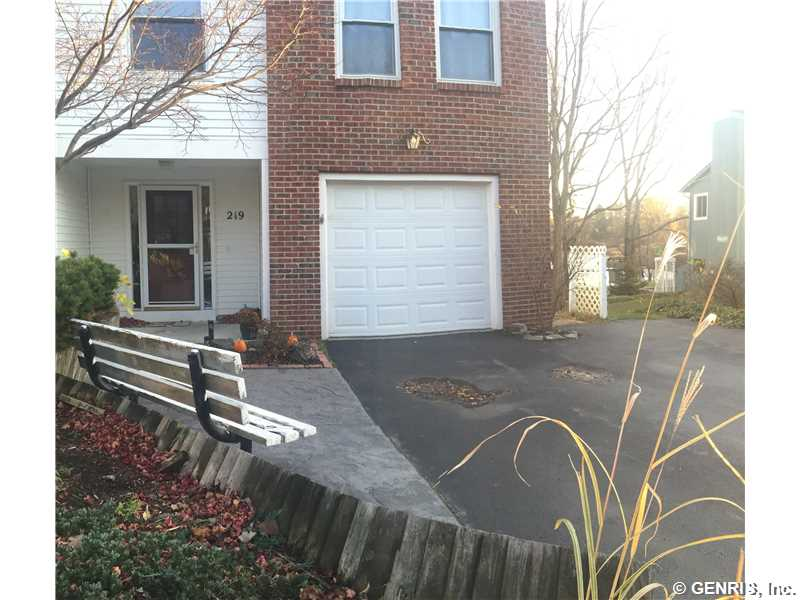 219 Willow Pond Way, Penfield, NY