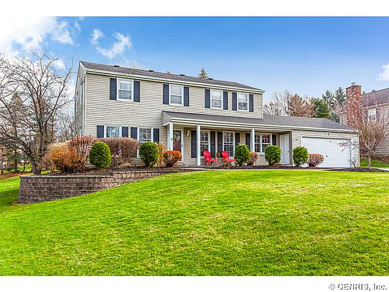 16 Crow Hill Dr, Fairport, NY