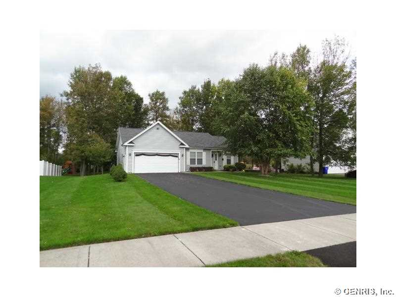 14 Country Village Ln, Hilton, NY