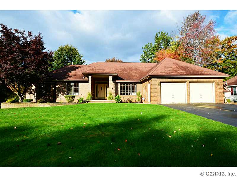 574 Melwood Dr, Rochester, NY