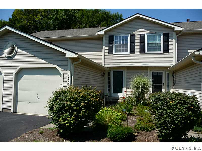 175 Courtshire Ln, Penfield, NY