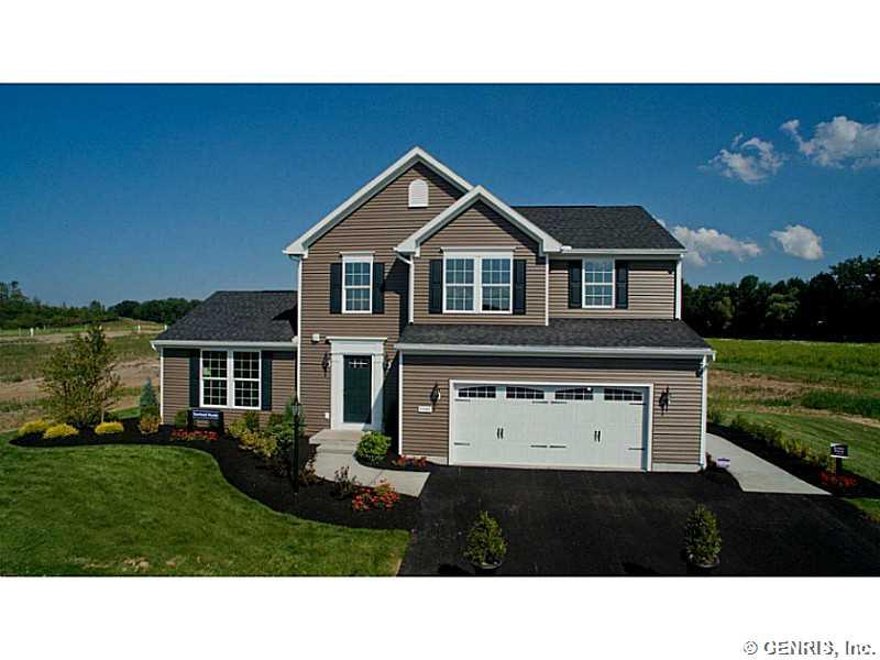 572 Hills Pond Rd, Webster, NY