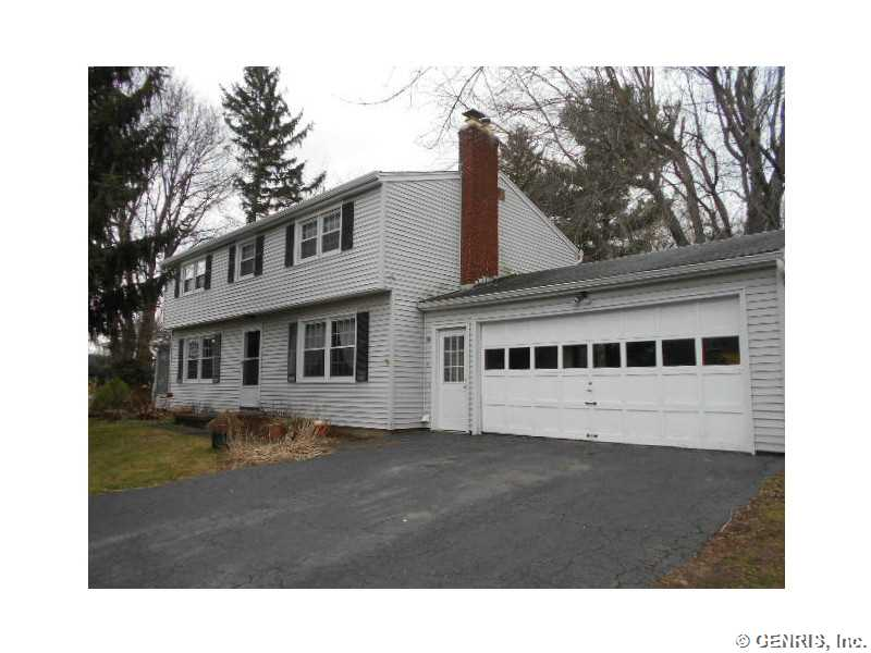 16 Ross Brook Dr, Rochester, NY