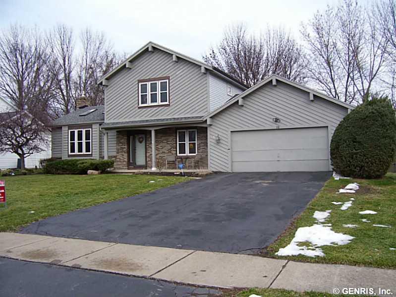 118 Woodstone Ln, Rochester, NY