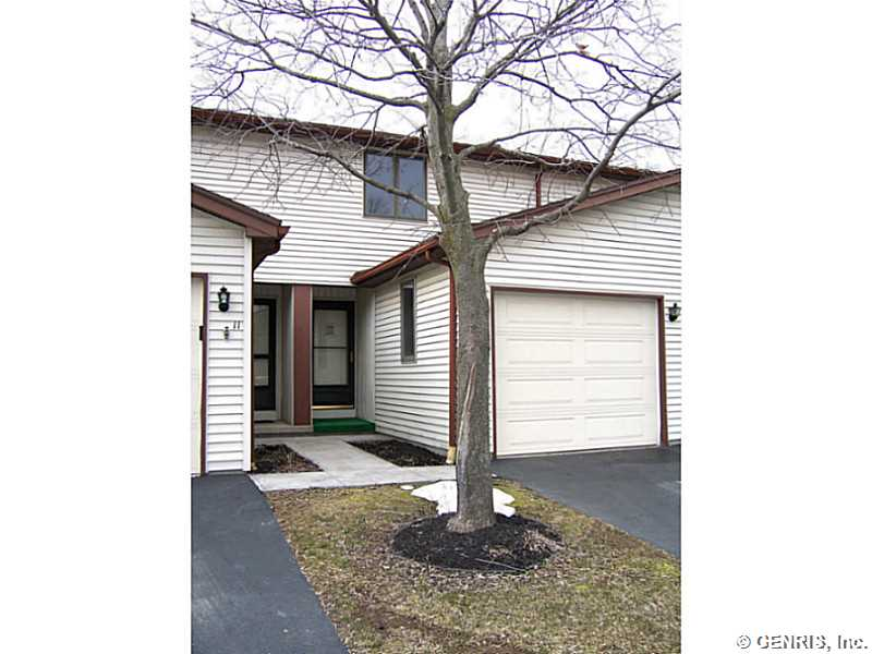 10 Canterbury Ct, Fairport, NY
