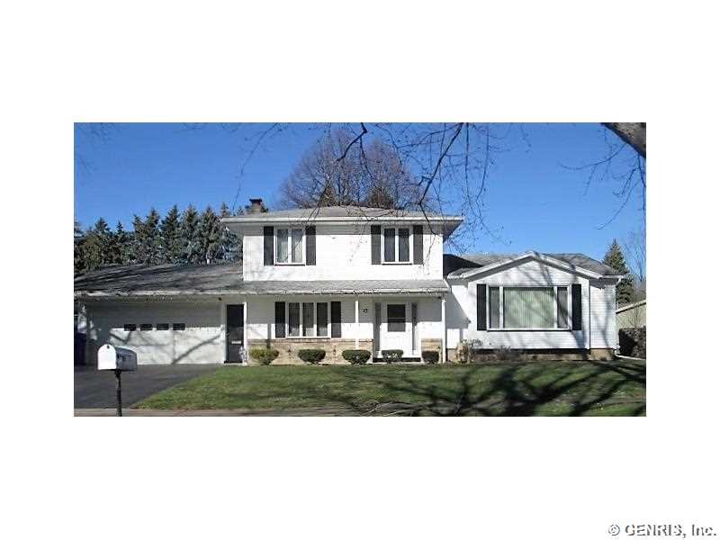 15 Oasis Ln, Rochester, NY