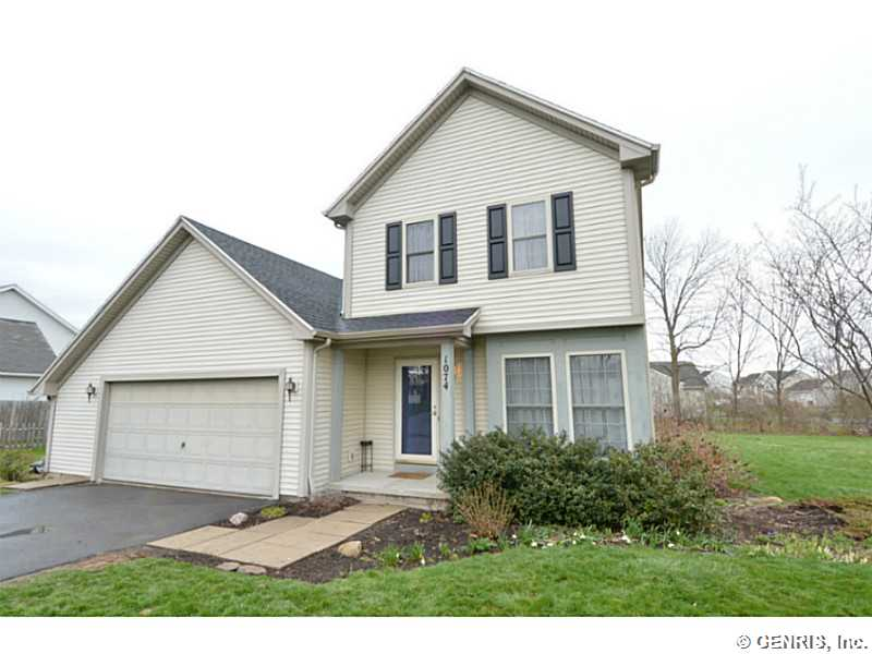 1074 Fawn Wood Dr, Webster, NY