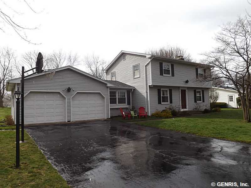16 Wind Mill Rd, Pittsford, NY