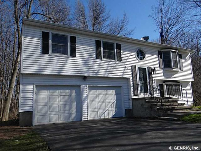732 Eastwood Cir, Webster, NY