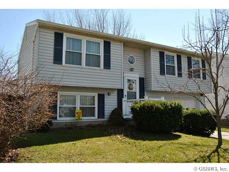 5795 Clovermeadow Ln, Farmington, NY