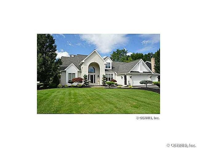 9 Woodfield Dr, Webster, NY 14580