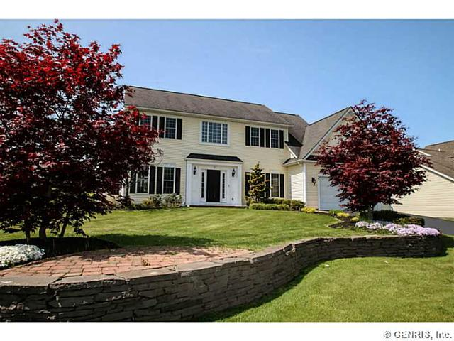 33 Crosswinds Cir, Fairport, NY 14450