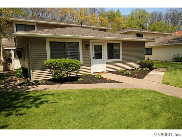 77 Milrace Dr, East Rochester, NY