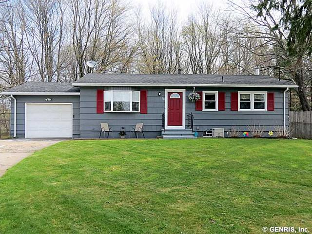 38 Tarrytown Dr, Rochester, NY