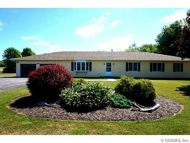 6122 Willow Dr, Williamson, NY 14589