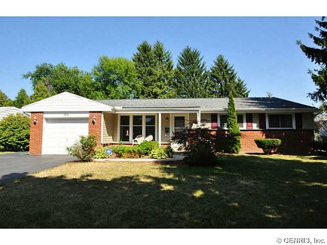 370 Picturesque Dr, Rochester, NY 14616