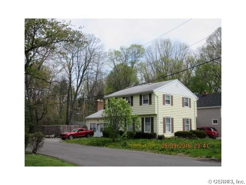 1018 Whitlock Rd, Rochester, NY 14609