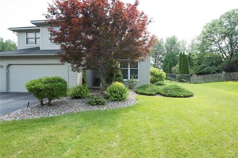 8 Ronway Dr, Lysander, NY 13027