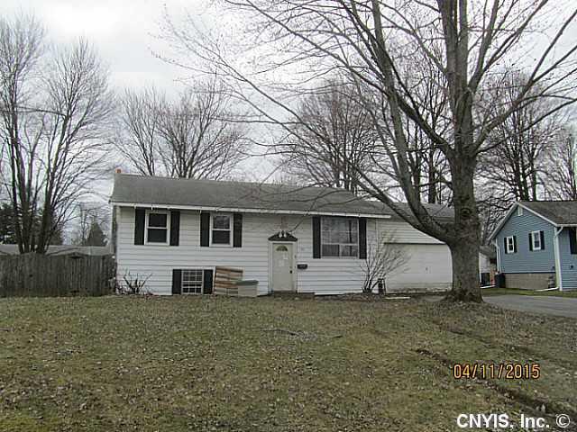 111 Greenapple Ln, Minoa, NY 13116