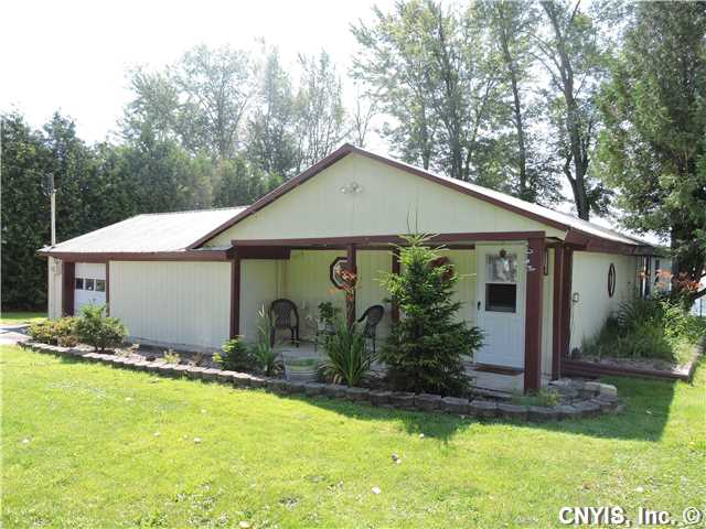 29 Manhattan Park Dr, Pennellville, NY