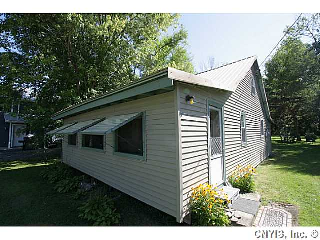 72 Knobby Knl, Sackets Harbor, NY