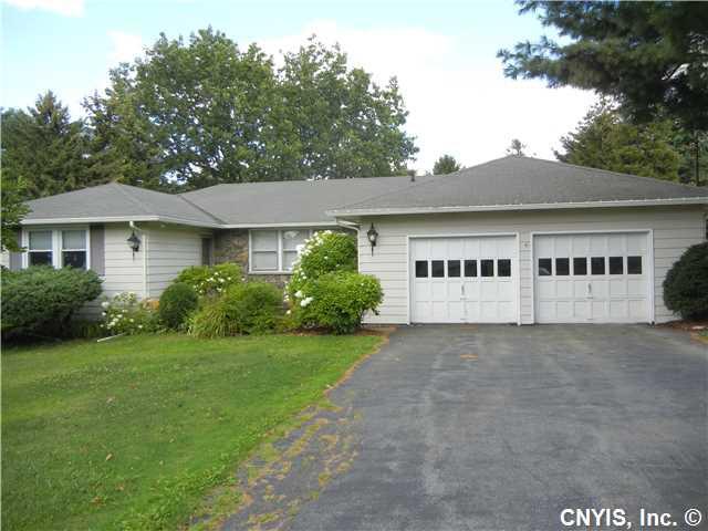 4952 Manor Hill Dr, Syracuse NY 13215