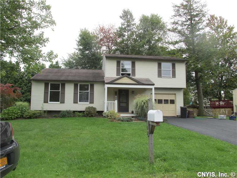 105 Cottage Grove Dr, Minoa, NY