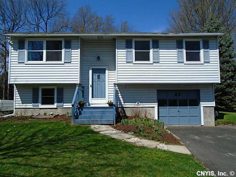 82 Ripplebrook Ln, Minoa, NY