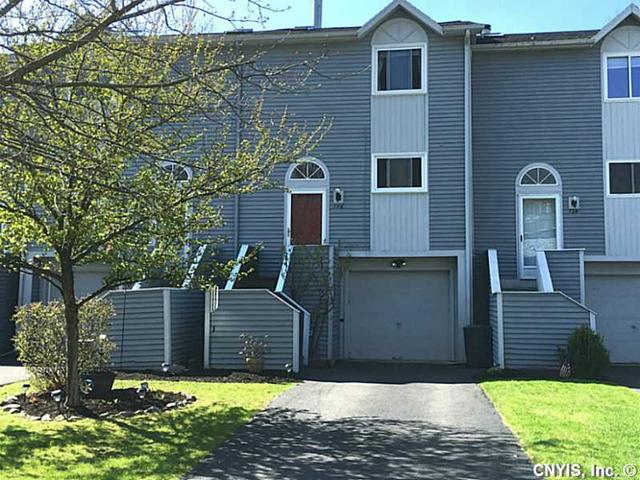 136 Iron Oak Cir Liverpool, NY 13088