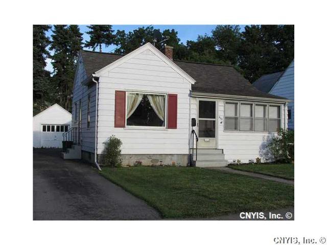 928 Turtle St, Syracuse NY 13208