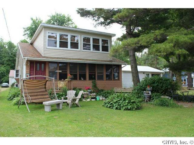 80 Knobby Knl, Sackets Harbor, NY 13685