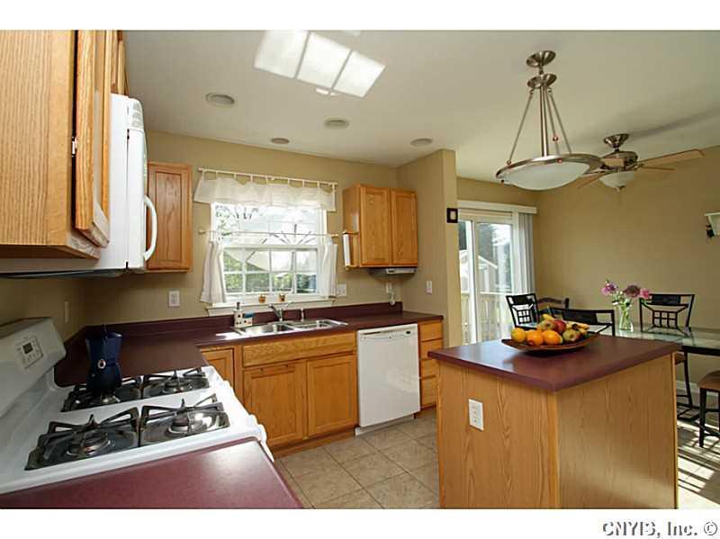 502 Crandon Terrace, Baldwinsville, NY 13027