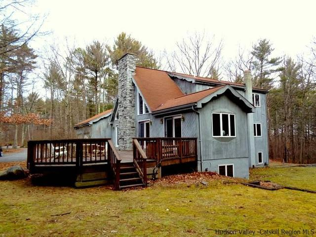 52 Walnut Dr, Round Top, NY 12473