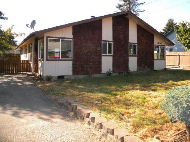 1203 S 7th Ave, Kelso WA 98626
