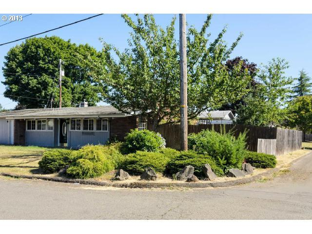 1433 Bryant Ave, Cottage Grove, OR 97424