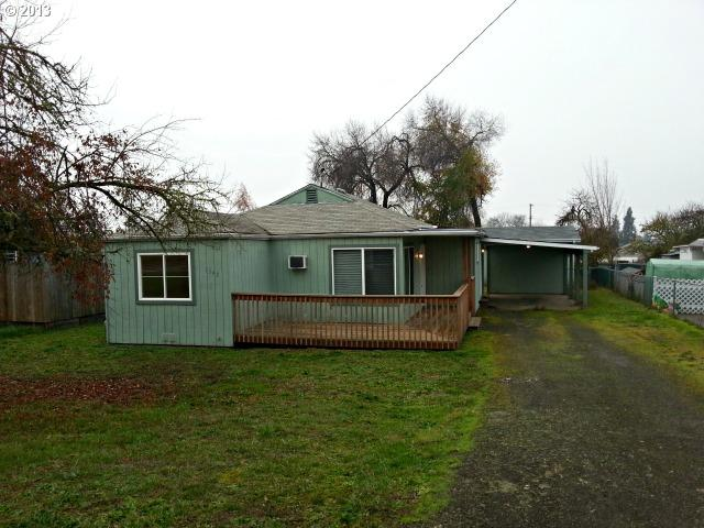 1542 NE Hollis St, Roseburg OR 97470