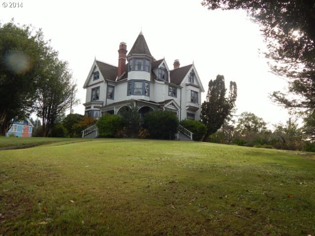 257 E Main St, Coquille, OR