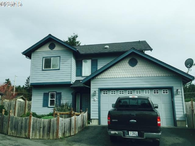 731 Third St A St #APT A, Brookings, OR