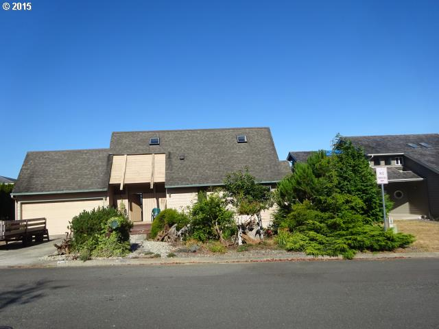 860 Prefontaine Dr, Coos Bay, OR