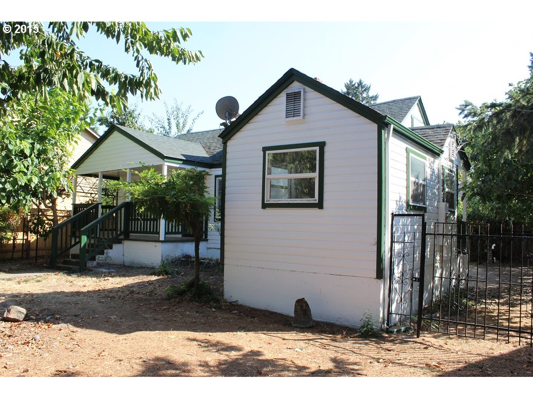 239 D St, Springfield, OR