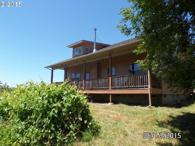 765 E 8th St, Coquille, OR
